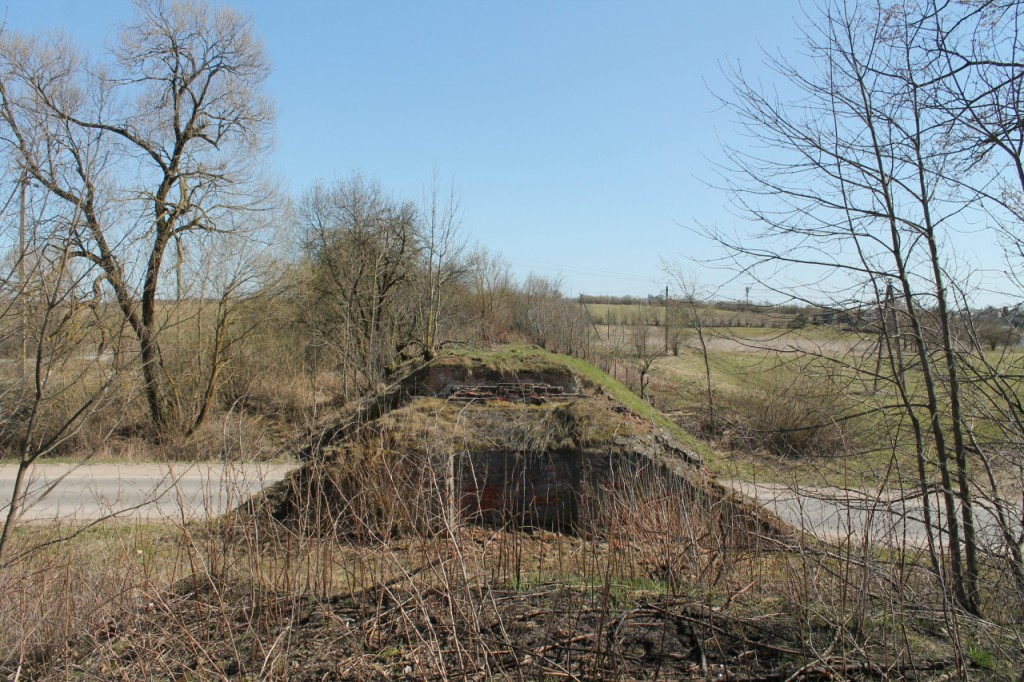 1499-09 Walterkehmen Embankment and ruined bridge over the road in Sameluken (Olkhovatka). View to SE.